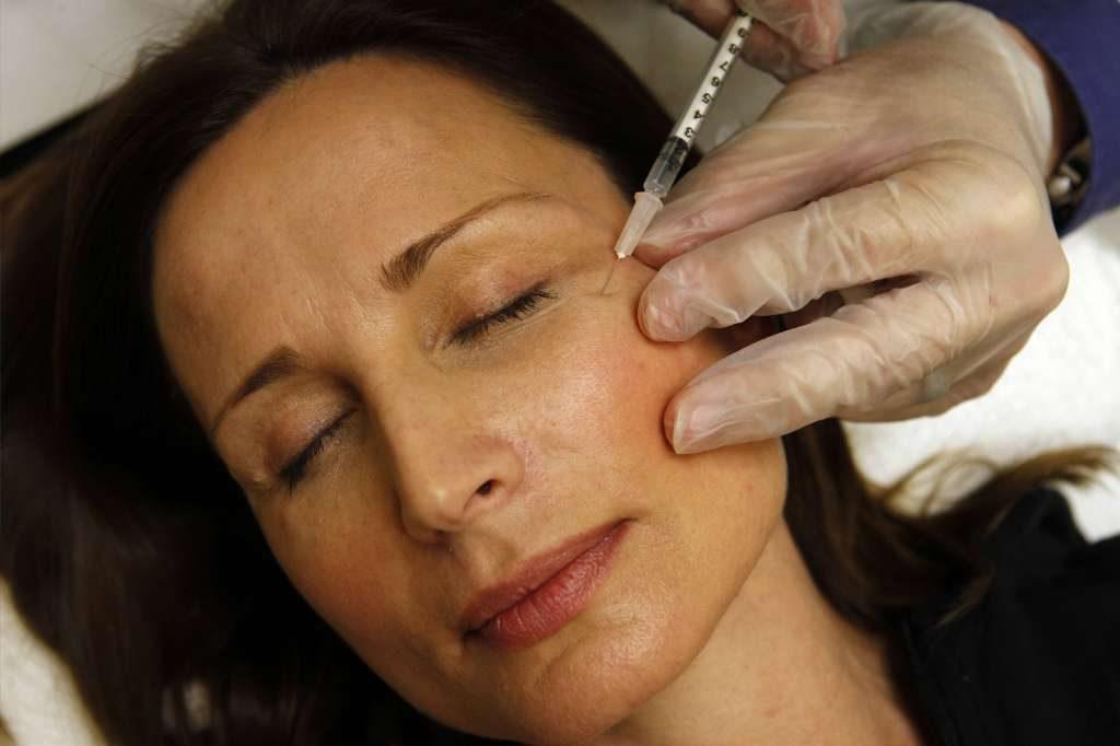 Профессиональные методики против морщин под глазами