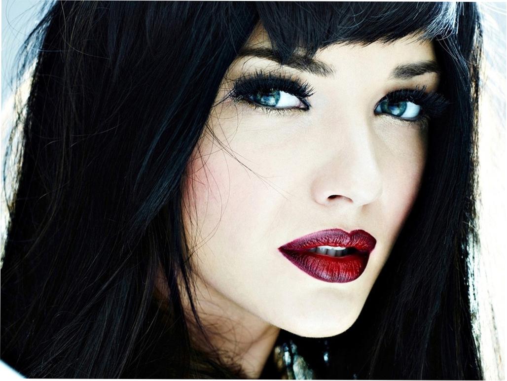 Фото губ девушек с черными волосами