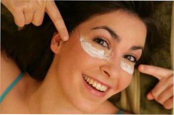 Как использовать жожоба для ухода за зоной вокруг глаз