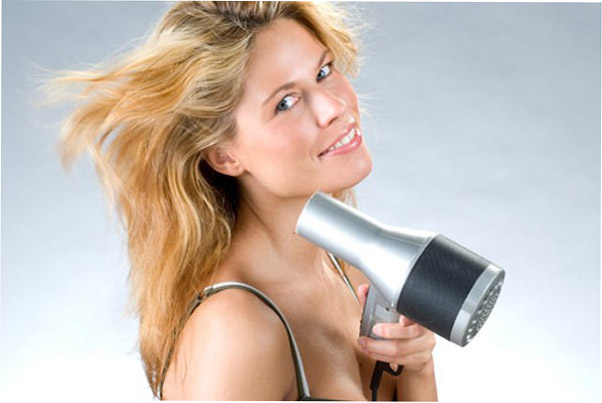 Как высушить феном поврежденные волосы