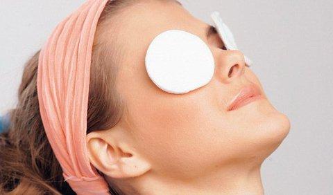 Как помочь коже вокруг глаз выглядеть моложе