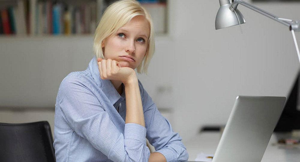 Как выглядеть моложе своих лет: уход за лицом для женщин, работающих за компьютером