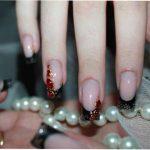 Праздничный маникюр: жидкие камни на ногтях