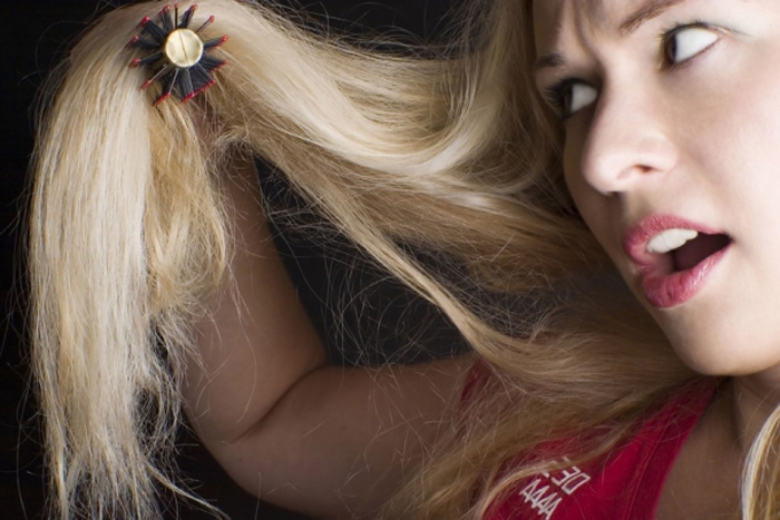 Как помочь секущимся волосам