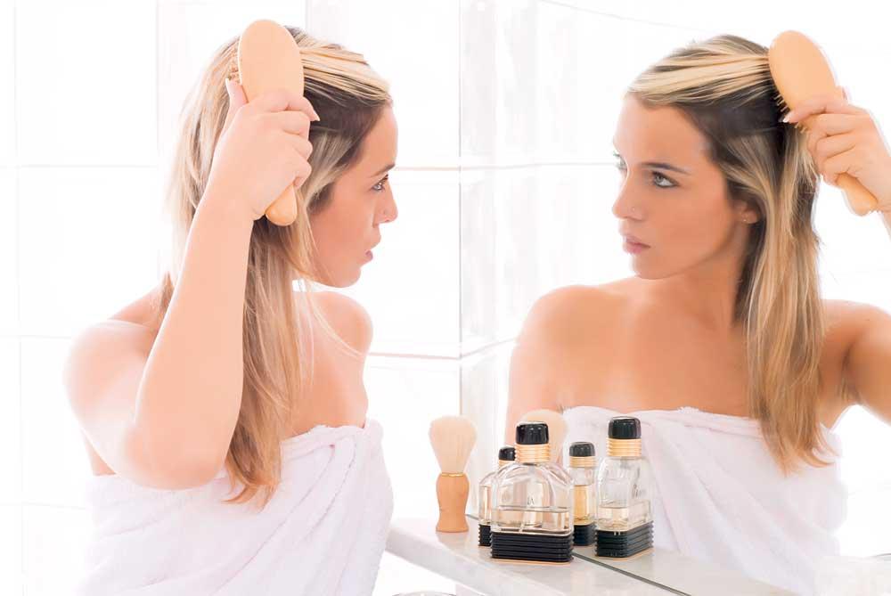 Выпадение волос – следствие приема гормональных противозачаточных средств и гормональных сбоев