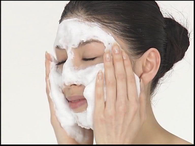 Очищение кожи лица по-японски