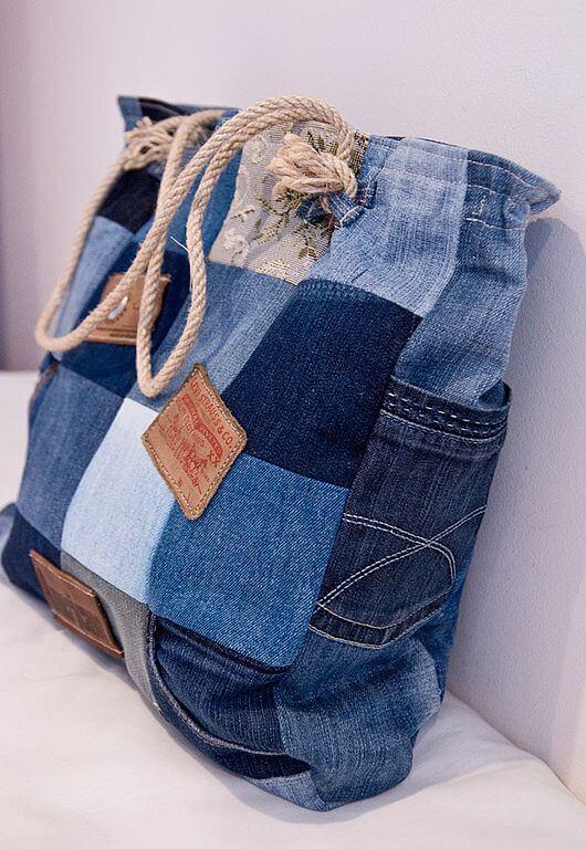 Идеи сумок из старых джинсов на лето