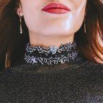 Что означает чокер на женской шее и почему он снова в моде
