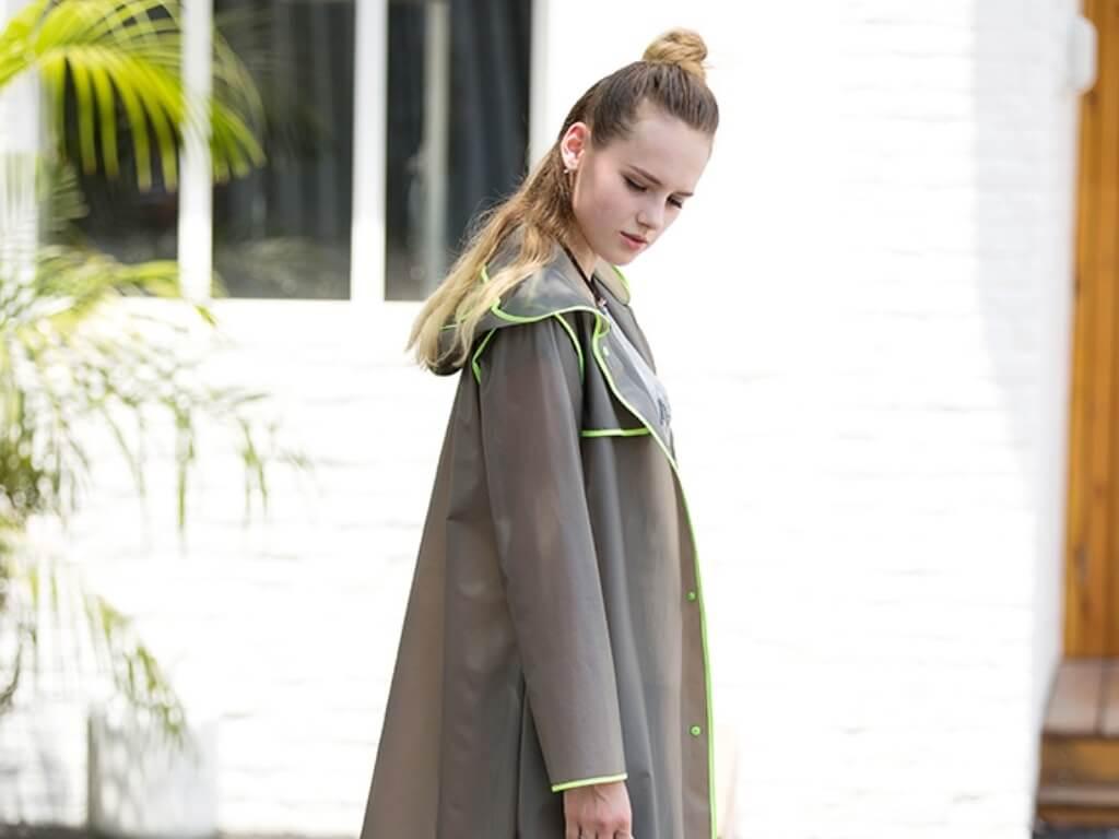 Стильный дождевик – прозрачный плащ для любителей моды