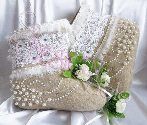 Белые валенки с зауженным носком, невысокие