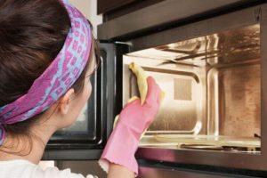 Эффективные способы очистки микроволновой печи от жира и нагара